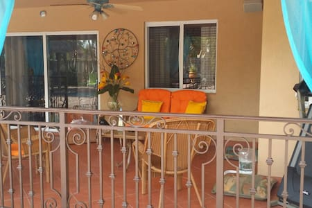 Tiki Hut Paradise BnB - Miami - Bed & Breakfast
