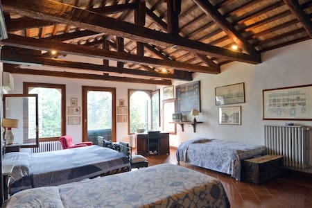 Attic bedroom in turret - Villorba - Bed & Breakfast