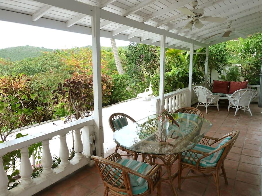 Lower Villa - Patio / Outdoor Dining