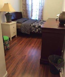 Cozy Couple Room Near Subway/Brklyn