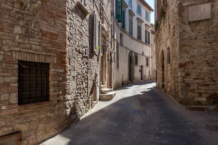 TODI Umbria Centre/No stairs/Carpark - Todi - Apartamento