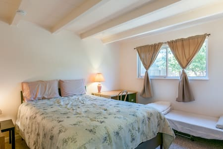 New Queen Size Bed Room Fast WiFi