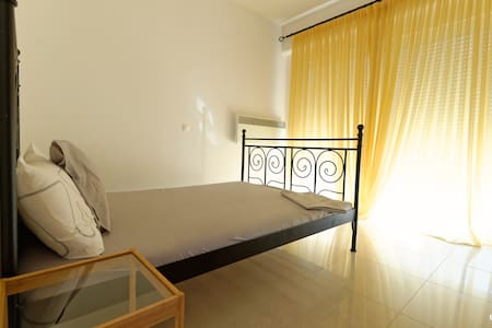 2 Bedroom apt, nice and spacious - Thessaloníki - Apartment