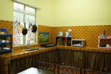 Qistina Guest House - Kuala Lipis - Ev