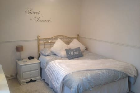 Close to Heathrow - Woking