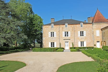 Family suite in Chateau de Redon - Granges-d'Ans - Bed & Breakfast