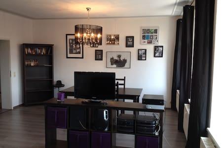Plagwitz - Helle Wohnung mit Balkon - Pis