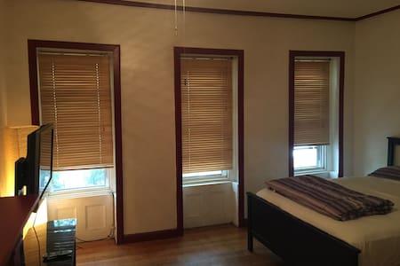 Brooklyn Brownstone Private Room A - Brooklyn  - House