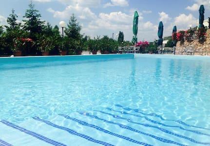 Hotel Kocarev - Aamiaismajoitus