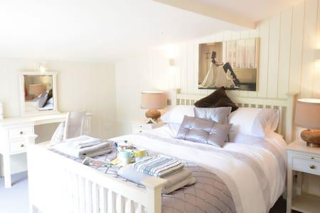 Romantic riverside cottage Suffolk - woodbridge - Cabin