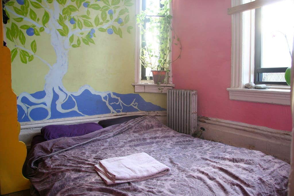Bedroom, plants, tree mural. Clean sheets and towels. Quiet bedroom with new york city life buzzing all around.