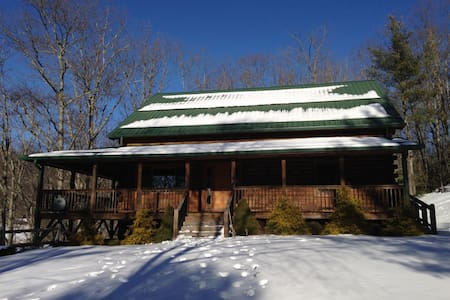 Spacious mountain house on 15 private acres - Fleetwood - Cottage