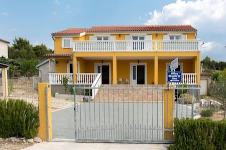 Apartment near Krka Skradin Flat - Selveierleilighet