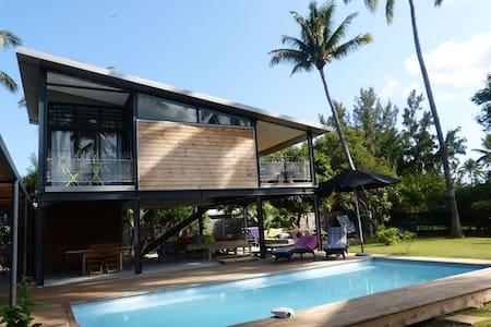 bungalow sur pilotis et piscine