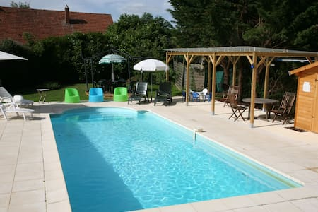 RURAL BURGUNDY FAMILY FUN SLEEPS 12 - Dům
