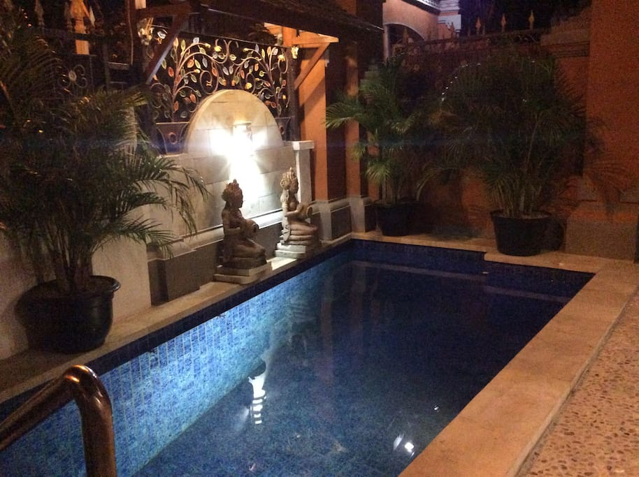 Pool with handrail access