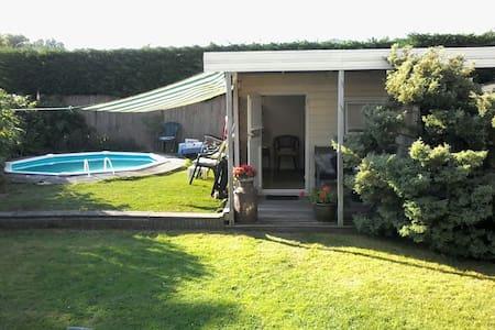 Cosy wooden garden house near Delft - Cabana