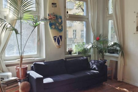 Big furnished room in student apt - Berlin - Apartment