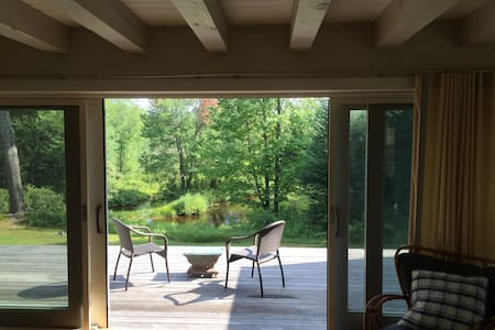 Secluded Creekside Cottage - Wilmot