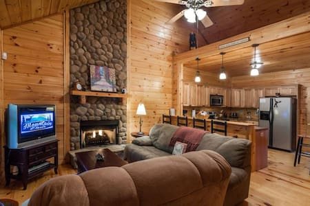 Wildwood - Adorable cabin in woods