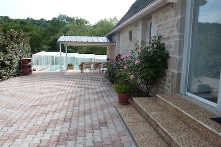 GITE proche ROCAMADOUR avec piscine - Huis