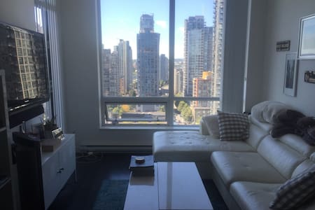 Great 2 bedroom/2 bathroom penthouse suite in heart of yaletown.  Great location and central to many great Vancouver restaurants and shopping districts.  Master bedroom has queen bed with bathroom and second bedroom has double bed with bathroom down the hall. Great patio with BBQ overlooking park and ocean.
