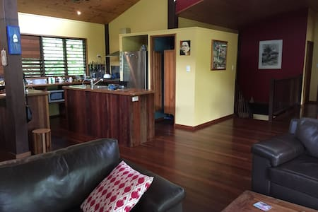 Spacious home in rainforest setting - Kamerunga - Talo