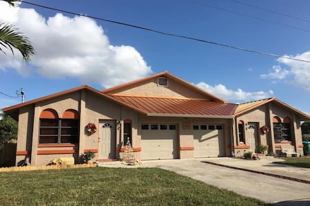Tranquil-Sweet Canal View-Heated Pool w/ Patio! - Cape Coral - Maison de ville