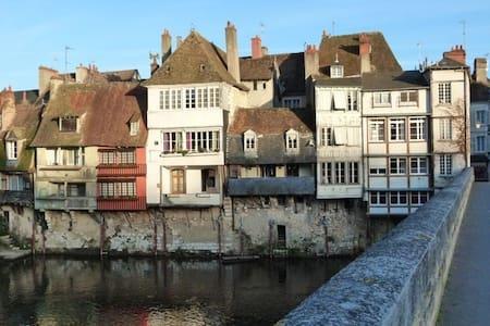 Argenton/creuse Jour de Fête - Argenton-sur-Creuse - Townhouse