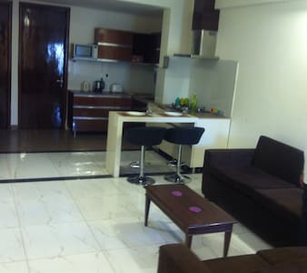Room type: Entire home/apt Property type: Apartment Accommodates: 4 Bedrooms: 2 Bathrooms: 3