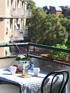 Room in Trastevere w/prvt balcony!!
