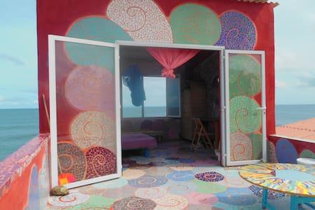 chambre dans maison d'artiste - Rumah