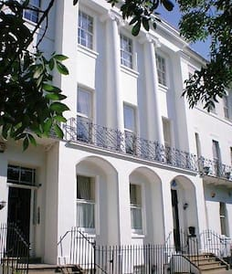 Spacious garden apartment - Cheltenham