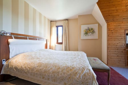 Luxury B & B Room/Jacuzzi Tournesol - Bezenac