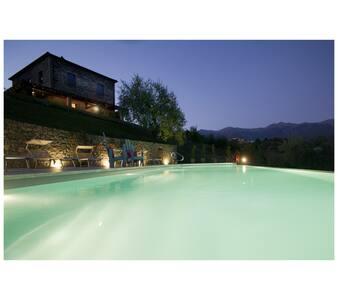 appartamento in casale con piscina