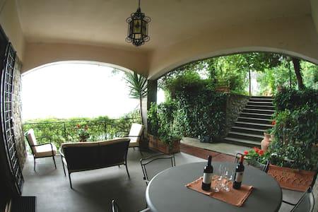 PAT HOUSE  appartamento panoramico - Lejlighed