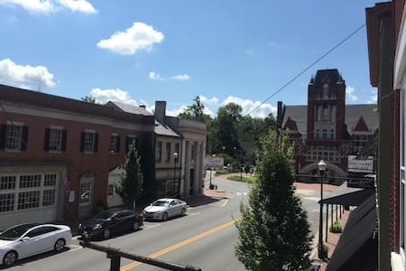 The Bourbon Trail Apartment