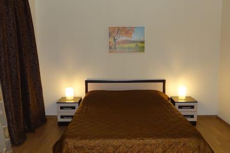 Уютная студия в центре города - Apartamento