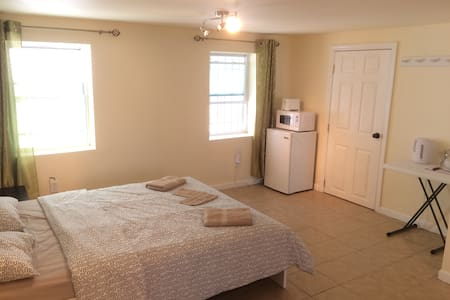 Room type: Private room Bed type: Real Bed Property type: House Accommodates: 4 Bedrooms: 1 Bathrooms: 1
