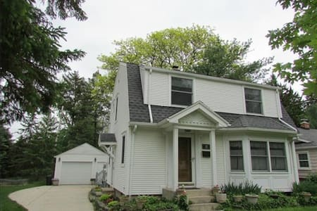 Charming Bungalow in Heart of Ypsi!