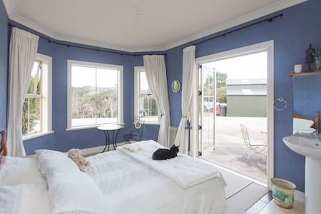 Muriwai Valley Countrystay - Bed & Breakfast