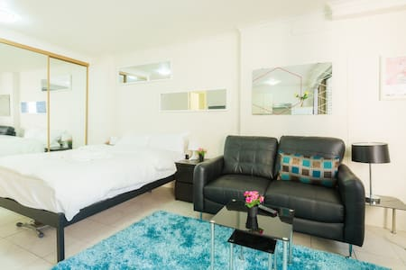 This studio is location PARADISE yet tucked away strategically in a quiet street away from the hustle and bustle of Sydney.  You can walk to all major Sydney attractions and with public transport 1min away you can go anywhere in Sydney to explore!