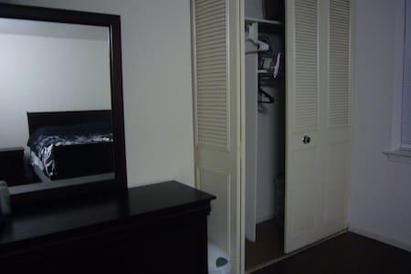 1 BR in a 2 BR apartment - Appartamento