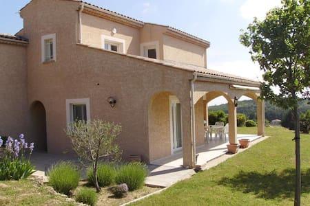 Loue une chambre dans villa avec piscine - Étables