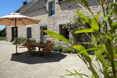 Charming farmhouse in Brittany - Hus