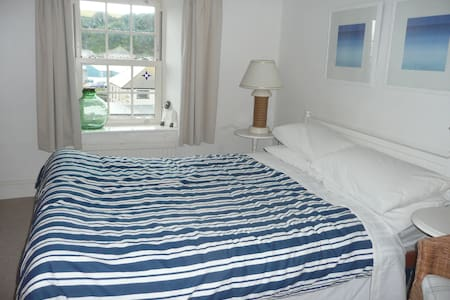 Cottage in Cornish Fishing Village - Bed & Breakfast