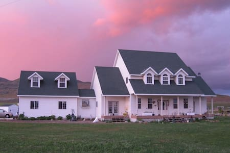 Victorian Farm large Guest Rm  - House