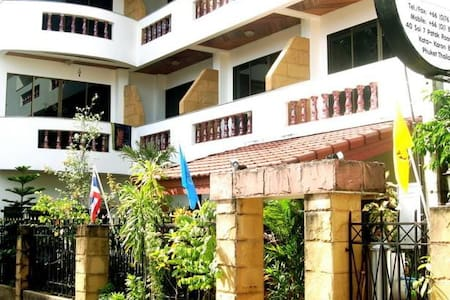 Family-run Guesthouse, Kata Beach-2 - Huis