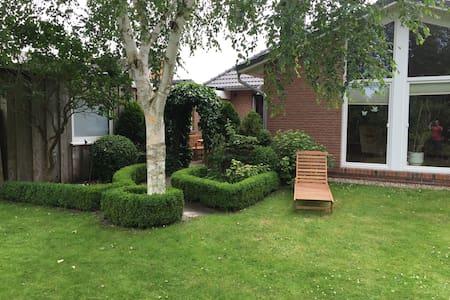 Ferienwohnung mit Terrasse & Garten - Apartemen