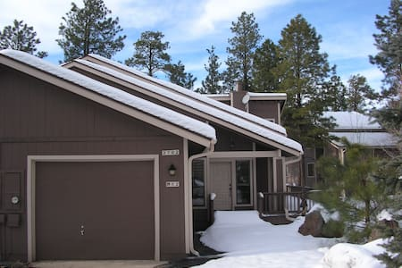 NESTLED IN THE COOL PINES - Pinetop - Townhouse